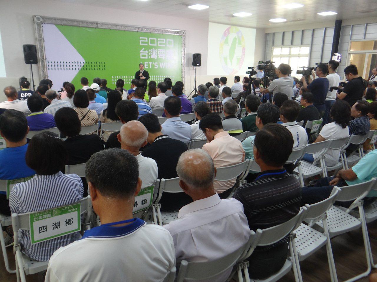 民進黨主席卓榮泰今天下午到雲林和輔選幹部座談,針對雲林海線立委換將問題交換意見。...