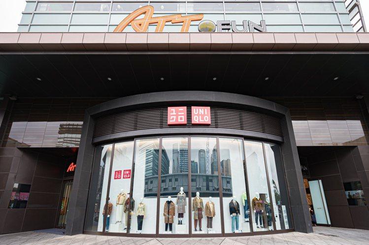 UNIQLO ATT4FUN信義店結合台灣特色文創元素,客製化體驗、主題商品區與...