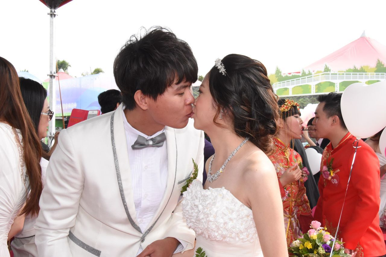 彰化縣政府每年都會舉辦熱鬧的聯合婚禮,新人接受各方祝福。資料照片/彰化縣政府提供