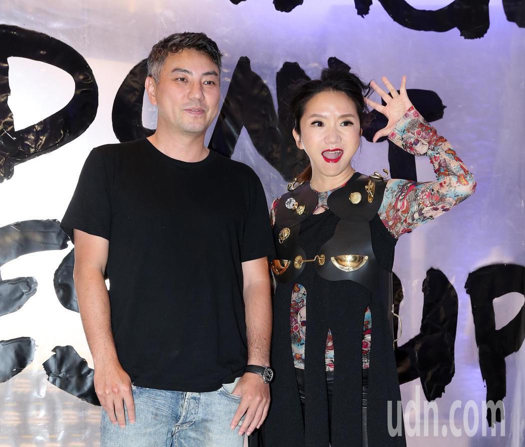 陶晶瑩(右)與詹仁雄出席團團微風南山開幕Party 。記者林澔一/攝影