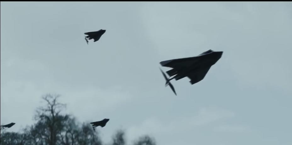 好萊塢電影「全面攻佔3:天使救援」一片有成群無人機自主編隊高速攻擊目標的科技劇情...