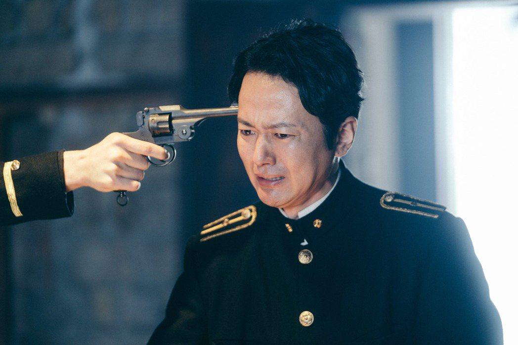 蔭山征彥在「日據時代的十種生存法則」演出日本警察。圖/客台提供