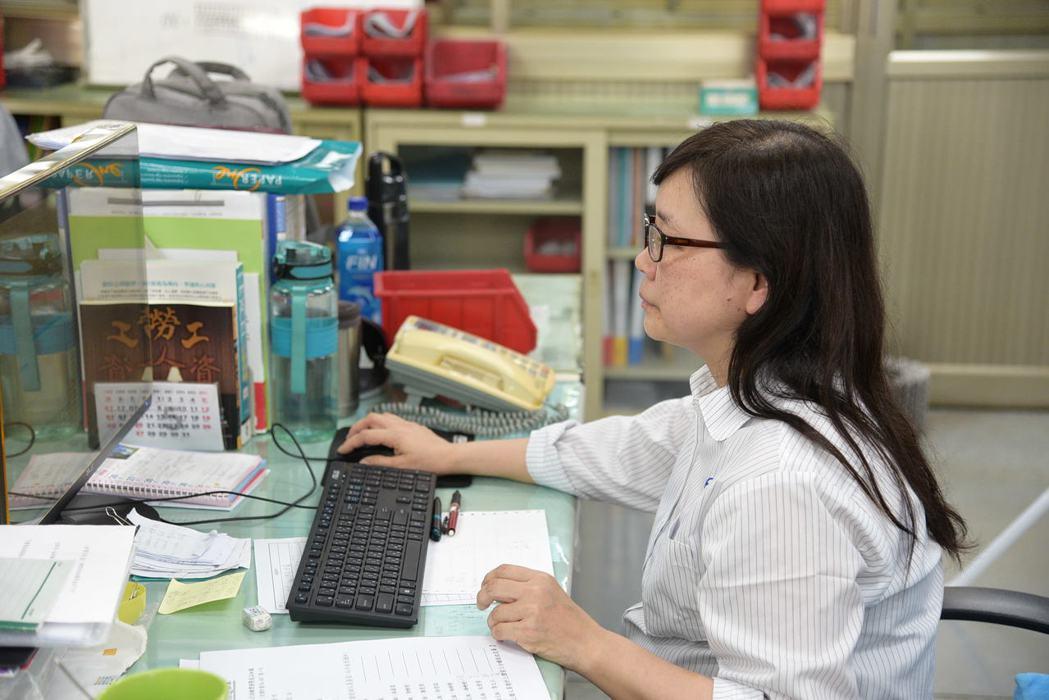 蔡妙琴從第一線作業員、資管師到人資專員,縱橫職場近40年,願接受新挑戰並不斷學習...