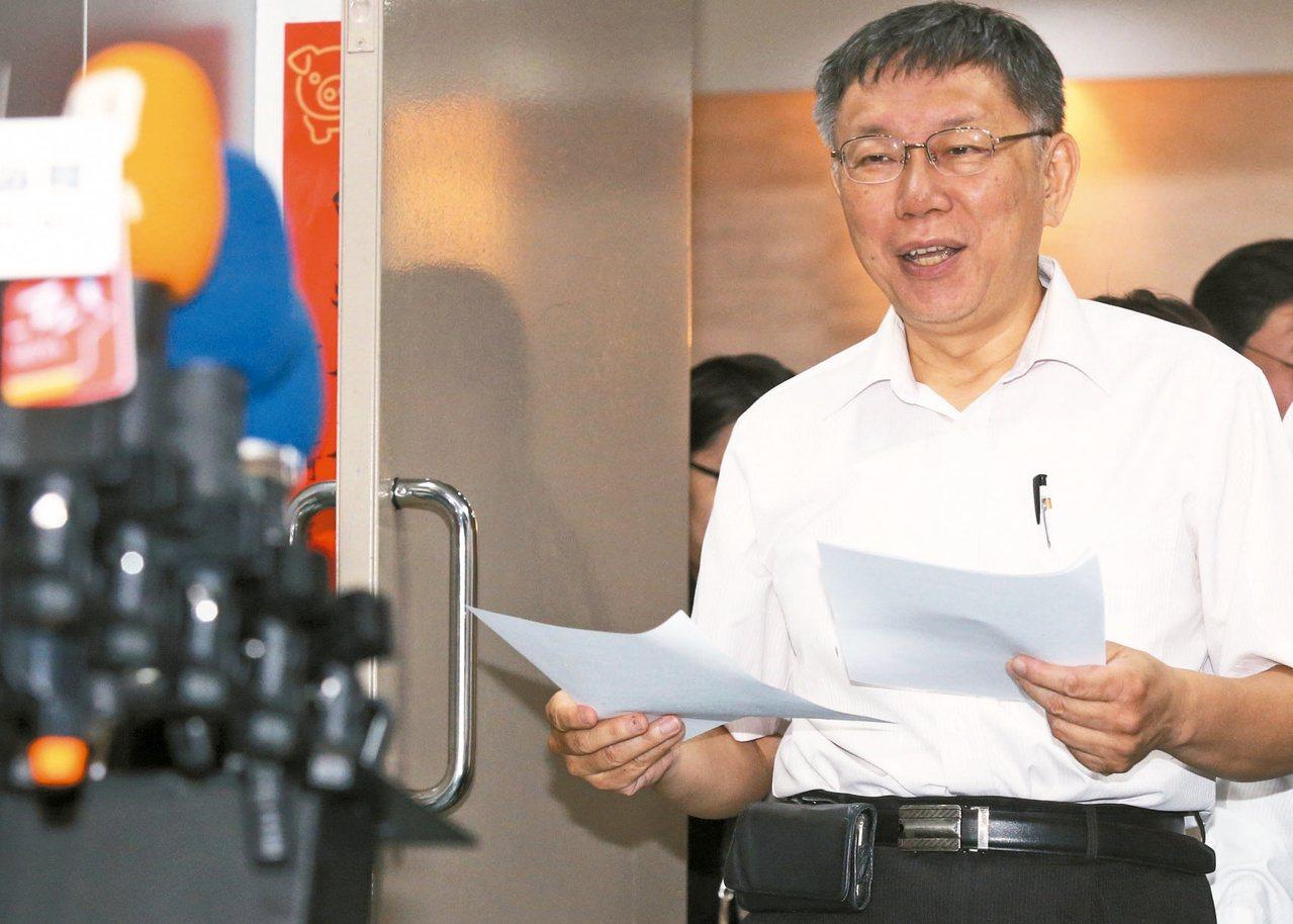 臺北市長柯文哲今晚表示,國民黨總統參選人韓國瑜是民進黨提名的,因爲綠營大量灌票。記者林俊良/攝影