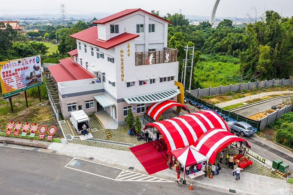 嘉義市動物保護教育園區今天啟用,給毛小孩更好的環境。記者李承穎/攝影