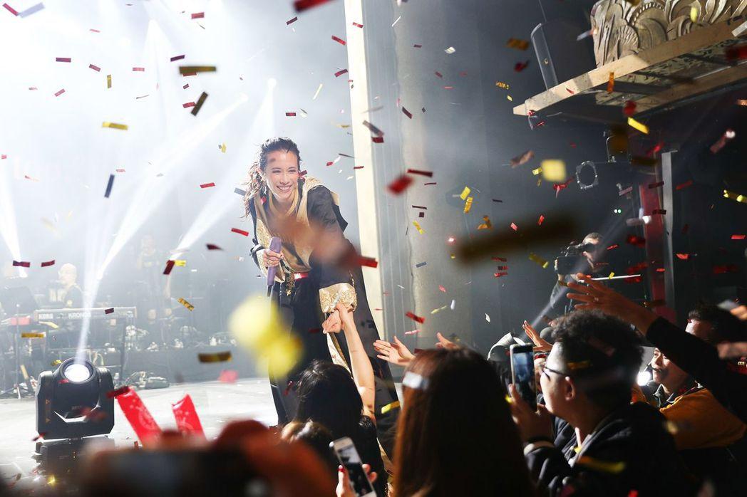 莫文蔚成為首位在巴黎「女神遊樂廳」舉辦演唱會的華人歌手。圖/莫家寶貝工作室提供