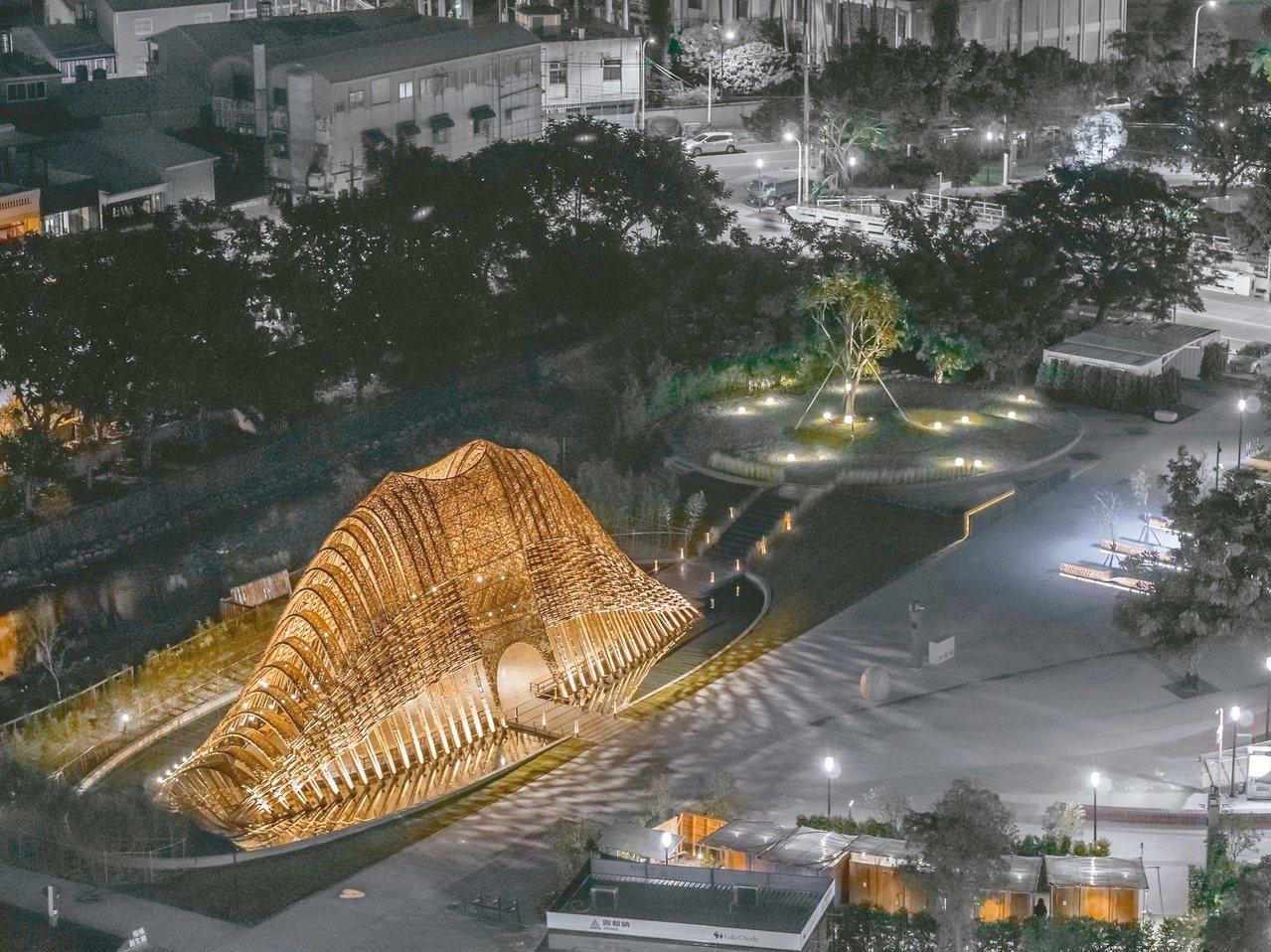在豐原葫蘆墩公園的「竹跡館」,全由竹子打造而成,造型特殊,日夜皆美麗,成為熱門的...
