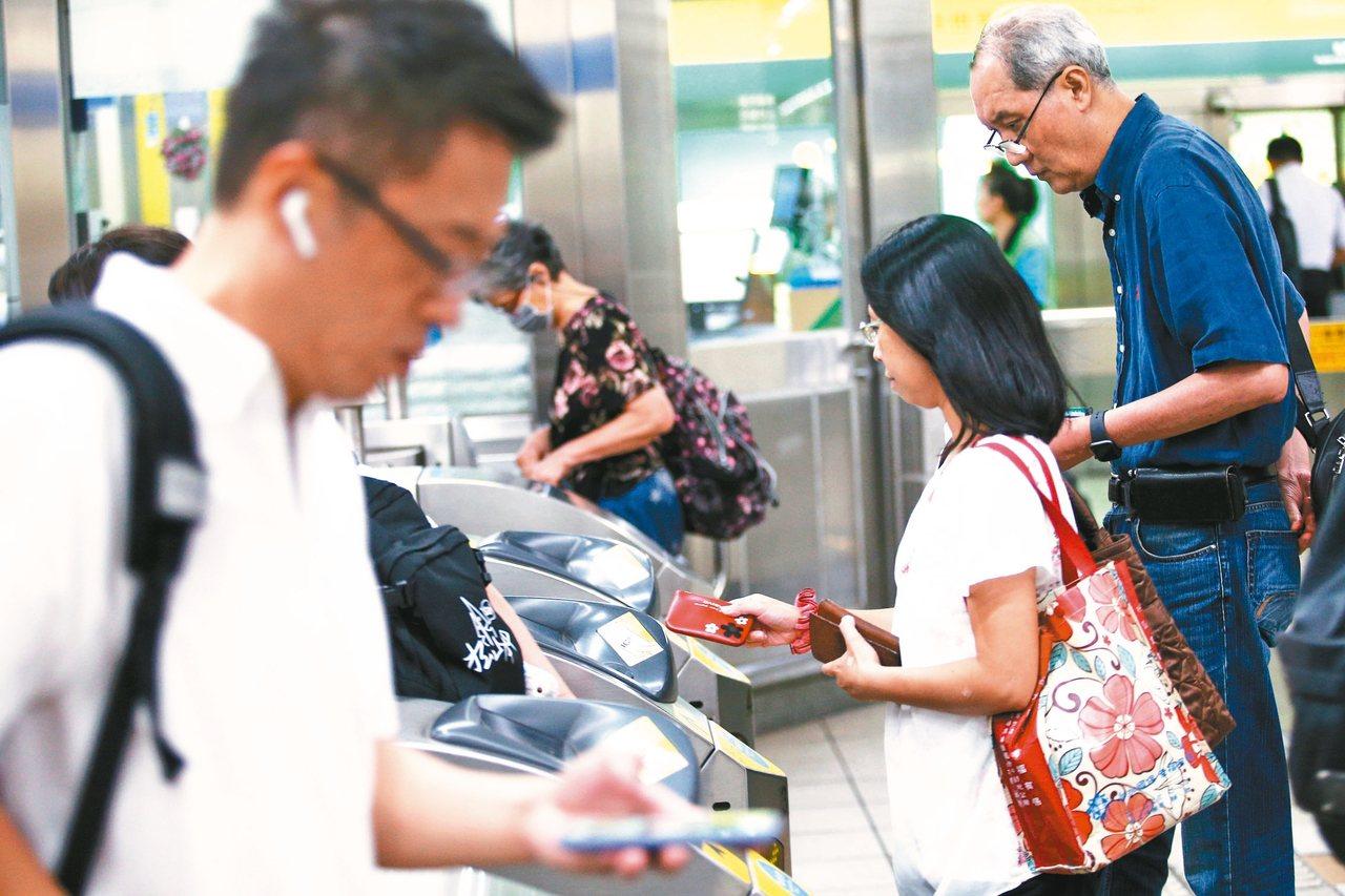 北捷近日傳出研擬調整票價優惠,將取消現有的電子票證8折優惠。 記者蘇健忠/攝影