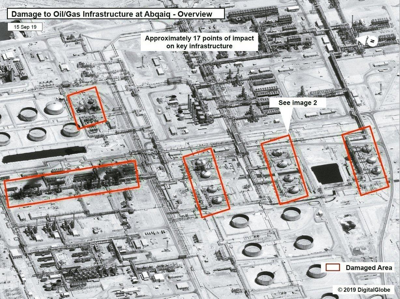 沙國東部阿布蓋格油田遭無人機攻擊,圖為美國公布的衛星照片,紅框為受損設施。 (法...
