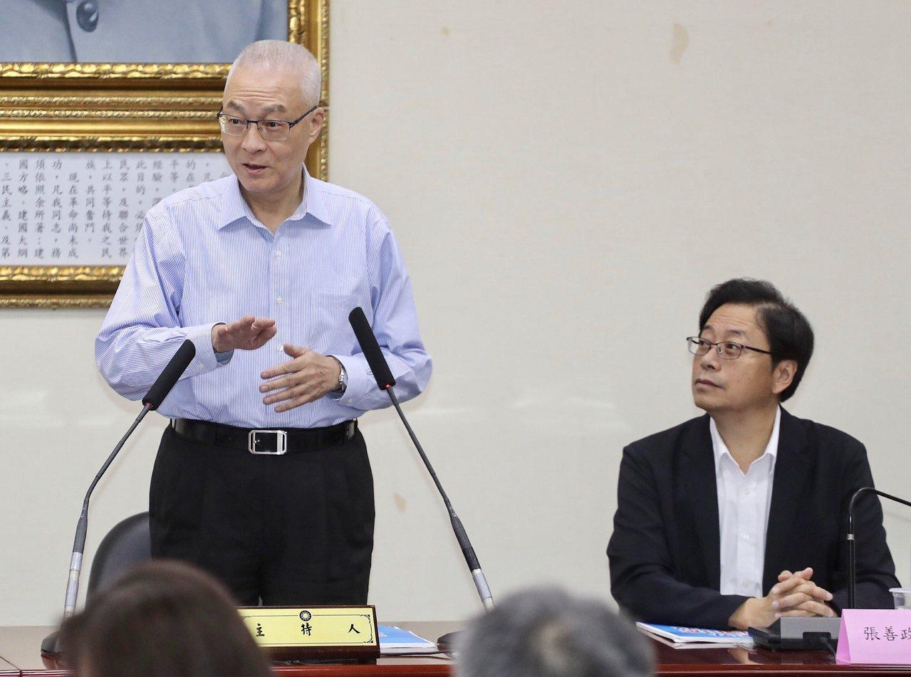 郭台銘不參與2020總統連署,國民黨主席吳敦義(左)18日表示,這是朝向祥和和團...