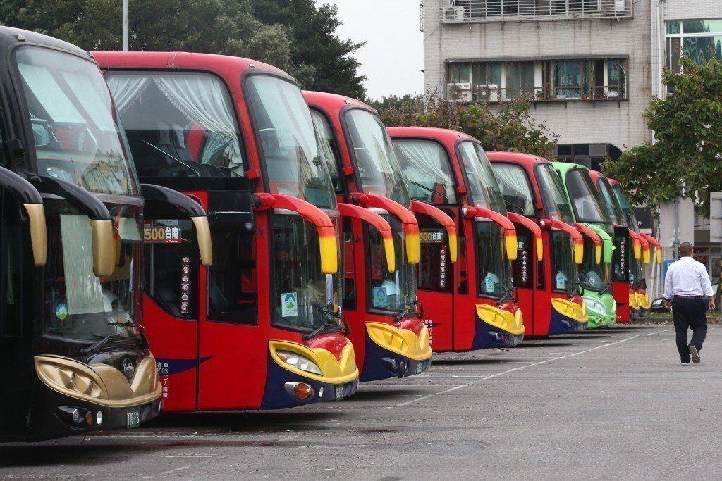 客運公會去年7月向公路總局提出18項成本檢討案,交通部上周已拍板核定調漲17.1...