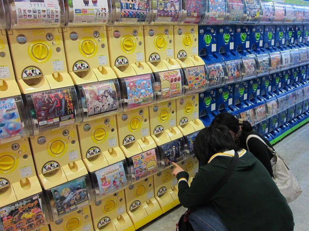 盲盒只有買完拆開後才能一睹芳容,玩法類似台灣的「扭蛋」。 圖/摘自網路