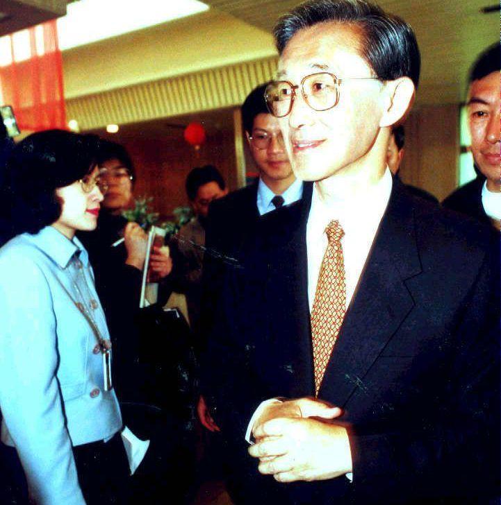陳履安2001年初重回國民黨,時任黨主席連戰表示 「風雨故人來」。 圖/聯合報系...