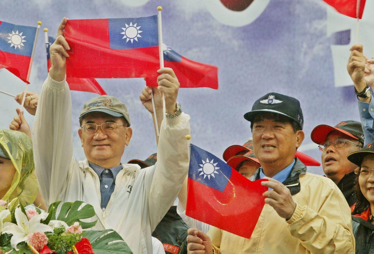連宋搭檔參選2004年大選,但國親兩黨終究未能合併。 圖/聯合報系資料照片