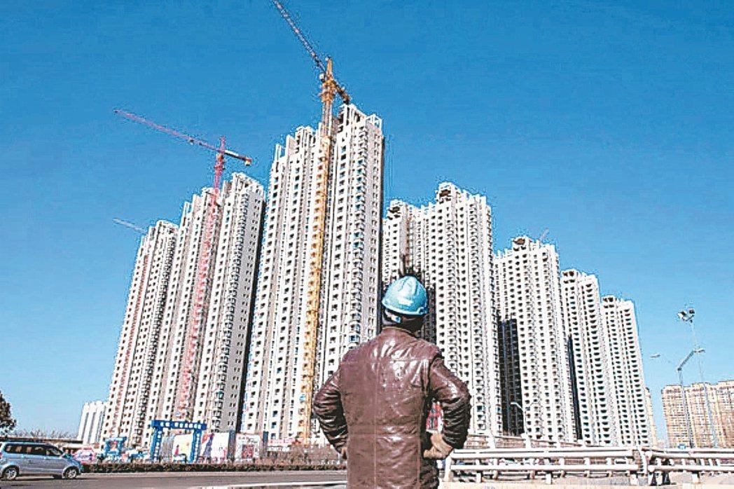 大陸公布8月70大城市房價指數年比、月比漲幅均收窄,意味著「金九銀十」房市旺季恐...