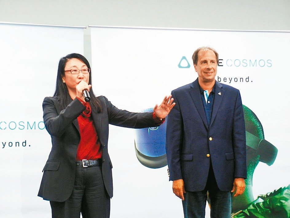 宏達電董事長王雪紅(左)與新任執行長梅特。 記者何佩儒/攝影