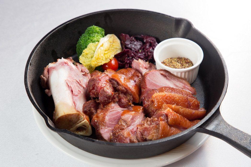 215歐廚耐人尋味的風味佳餚「維也納豬腳」,是禮客集團翁素蕙董事長,在維也納嚐到...