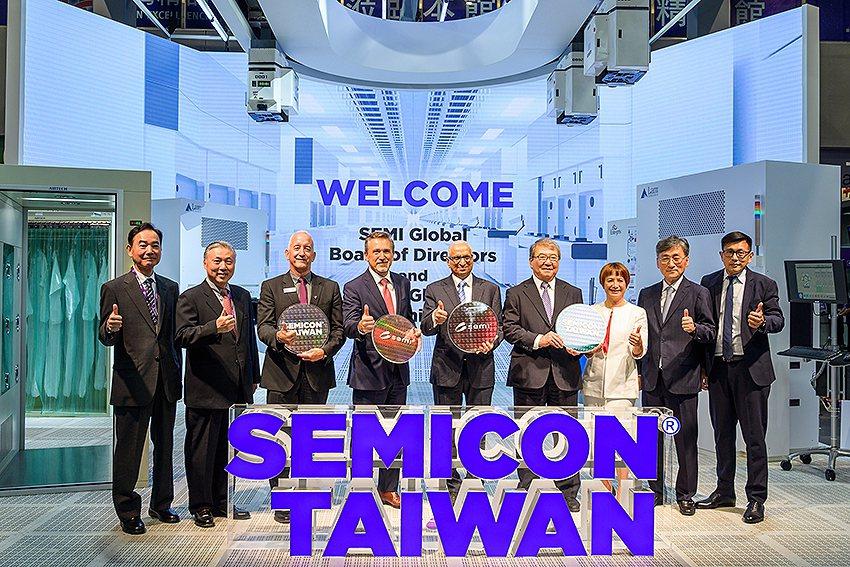 行政院副院長陳其邁表示,經過政府與產業近40年的共同努力,台灣半導體產業鏈已建立...