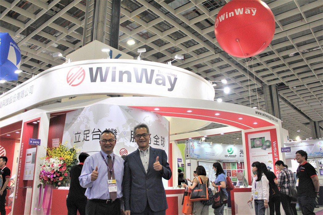 穎崴科技董事長王嘉煌(右)與穎崴科技全球業務副總陳紹焜。 李憶伶/攝影。