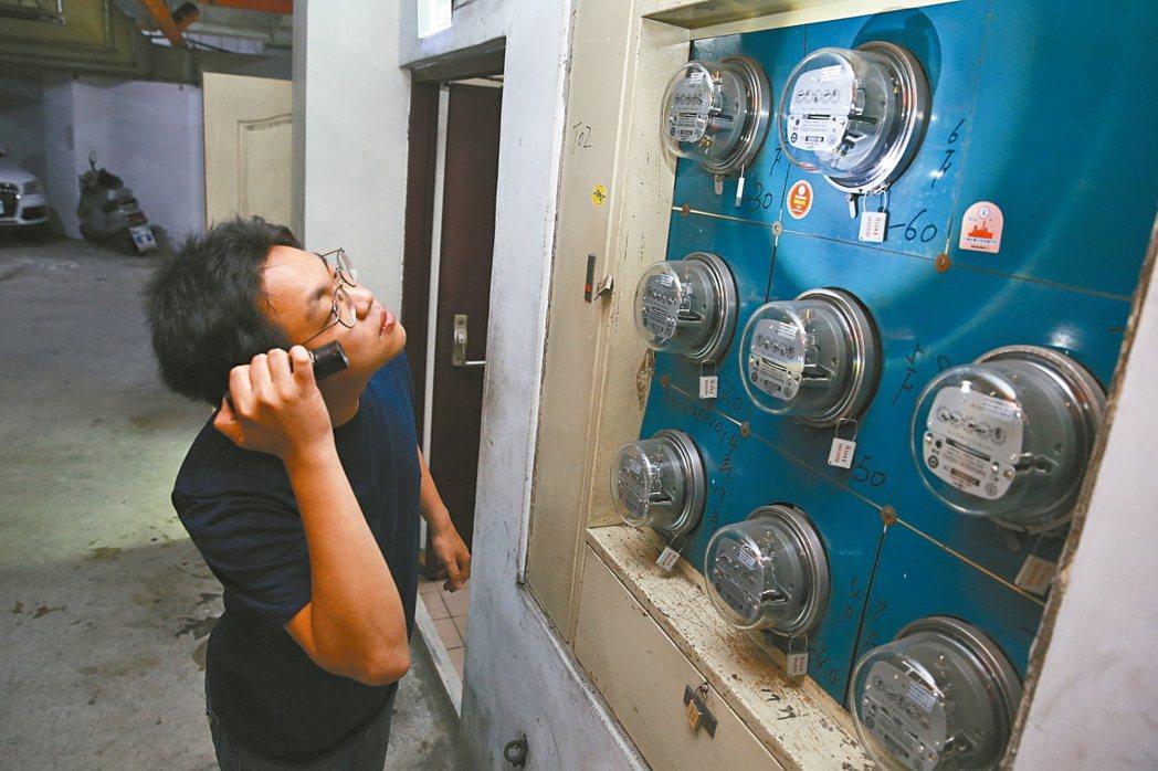 經濟部下午召開電價費率審議會,外界猜測電價應會創紀錄首次「連三凍」。 本報資料照...