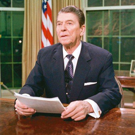 前美國總統雷根(見圖)於1982年8月17日簽署的對台軍售備忘錄解密。 圖/取自...