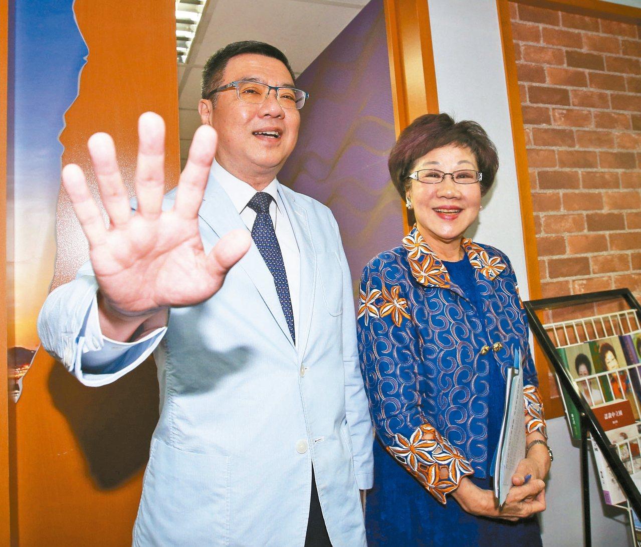 前副總統呂秀蓮(右)上午與民進黨主席卓榮泰會面。 記者林澔一/攝影