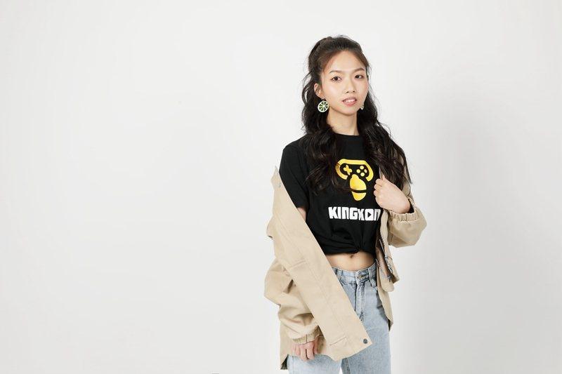 ▲ 小元已經是爭霸戰榜單上的常客,拍起宣傳照也頗有明星實況主的架式!