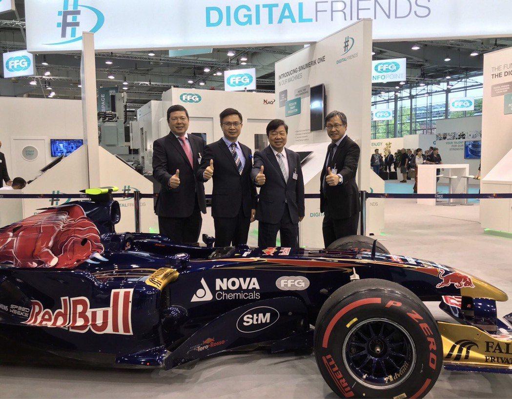 外貿協會秘書長葉明水(左起)、董事長黃志芳、友嘉集團總裁朱志洋、我國駐德國代表處...