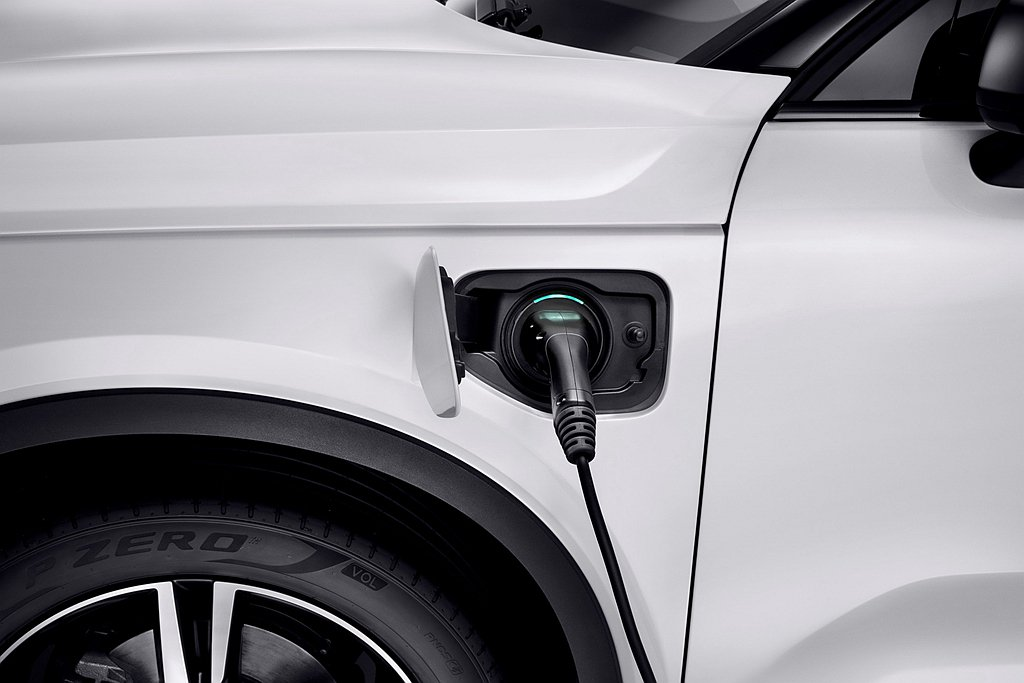環保法規愈趨嚴格,電動車的普及速度只會增快。 圖/Volvo Cars提供