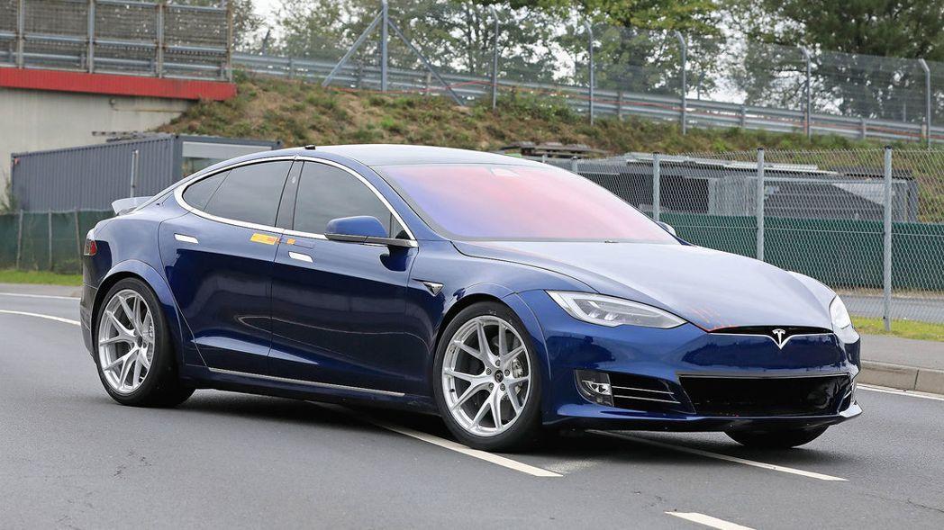 "Tesla ""Plaid"" Model S正在紐柏林測試當中。 摘自auto m..."
