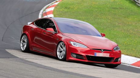 非官方計時!Tesla Model S紐柏林圈速竟然比Porsche Taycan快上19秒?