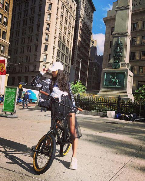 木村拓哉與工藤靜香的女兒木村光希年僅16,但卻有著170公分的高挑身材,夾帶著爸媽的高人氣,出道一年多就紅遍各地,更是時尚界的寵兒,代言、活動接不完。日前她現身在紐約街頭,替代言的運動品牌FILA拍...
