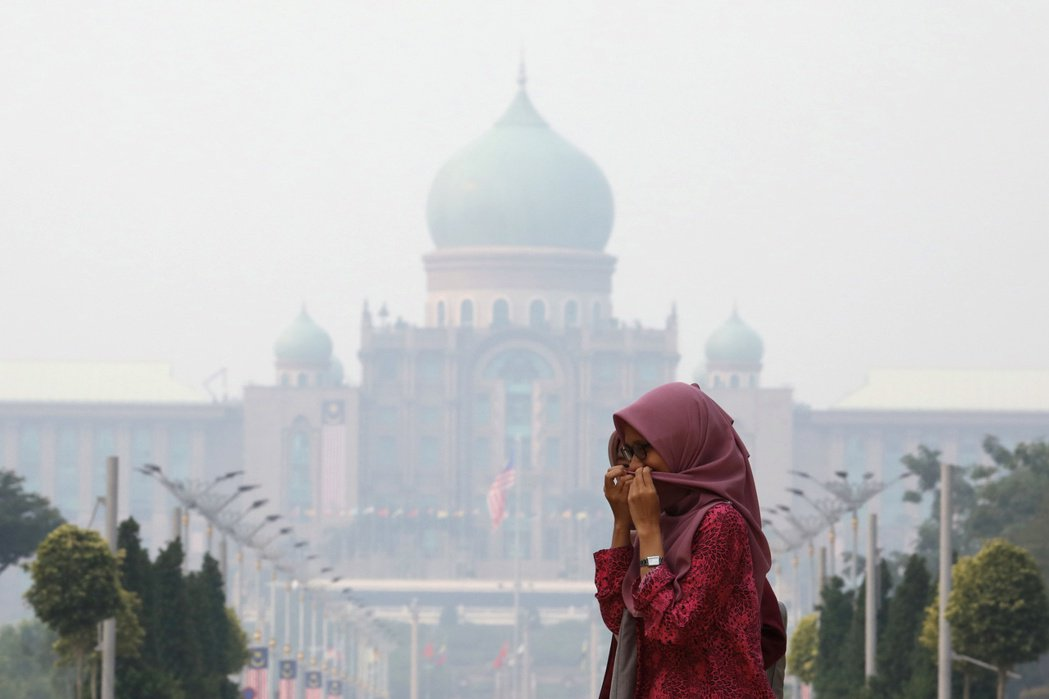由於森林開發及刀耕火種,印尼熱帶雨林「每逢乾季必大火」已是沉痾多年的老問題。由於...