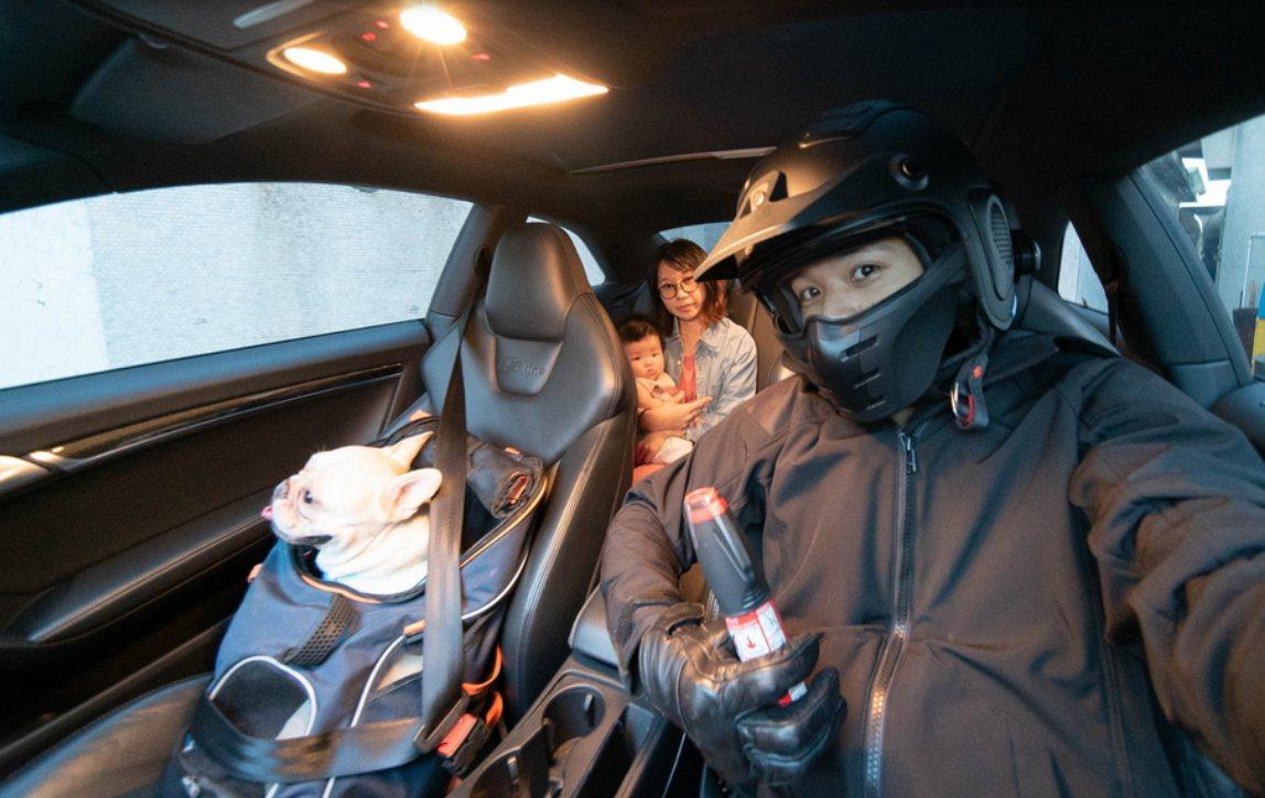 車用脫困滅火棒可擊破車窗、割斷安全帶與初期滅火,有效防止悲劇發生。 圖/正德防火