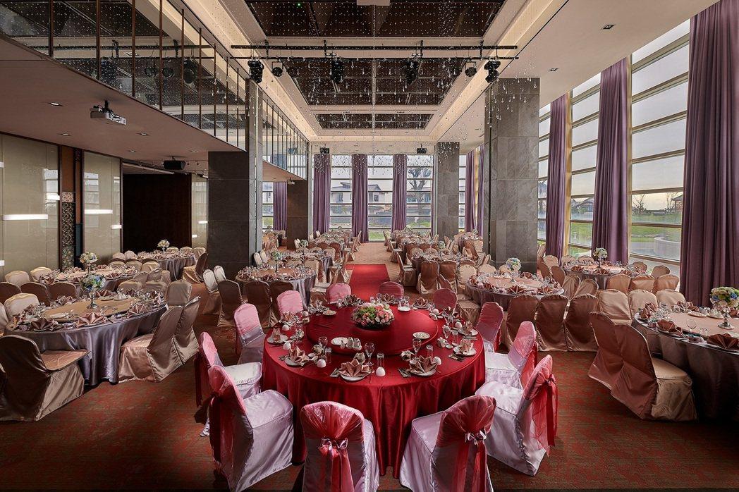 綠舞推出「歲末豐收,春酒尾牙專案」,慕韻宴會廳充滿雅緻的宴會氛圍。宜蘭綠舞/提供