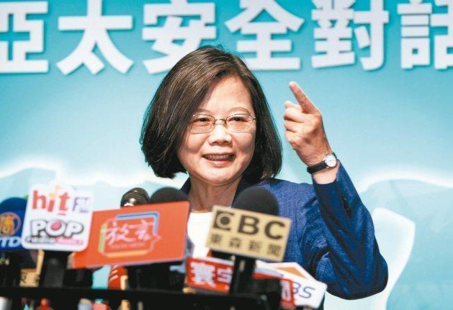 中華民國蔡英文總統遭控「偽造論文及證書、用假的學位證書做副教授、假博士」,蔡總統...