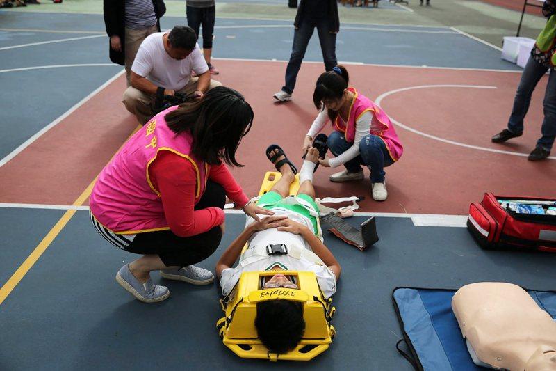 國中學校進行災害應變訓練。 圖/作者自攝