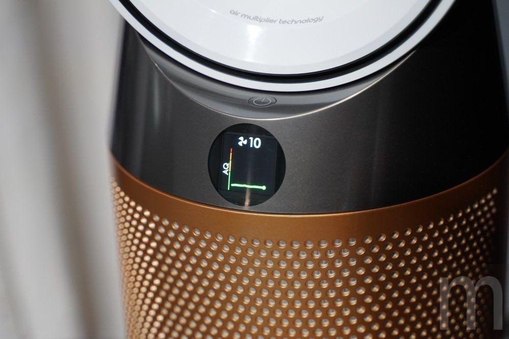 底座前方的LCD螢幕可監看當前空氣品質狀態