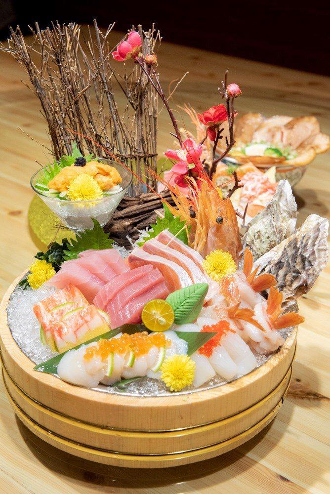 ▲海鮮拼盤放好放滿,干貝上還不忘用鮭魚卵點綴,多人聚會一定要來一份的啊。