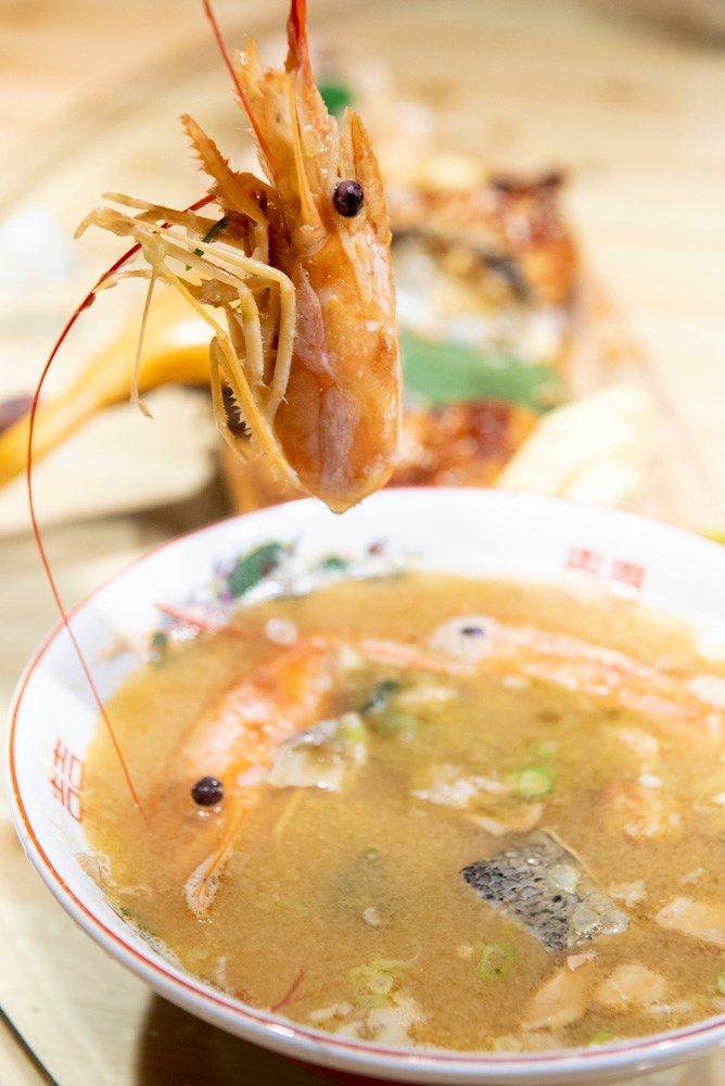 ▲蝦頭的另一種吃法,可以在點菜時和店家說要換煮成湯附上來。