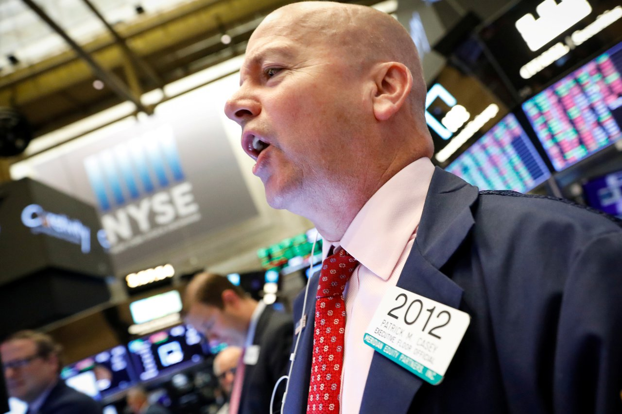 美股周二小幅收漲,投資人等待Fed利率決策。 路透