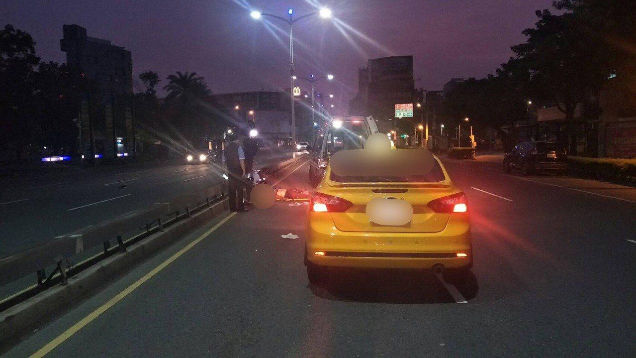 陳姓老翁今天凌晨在中央公園旁過馬路,遭計程車撞死。記者林保光/翻攝