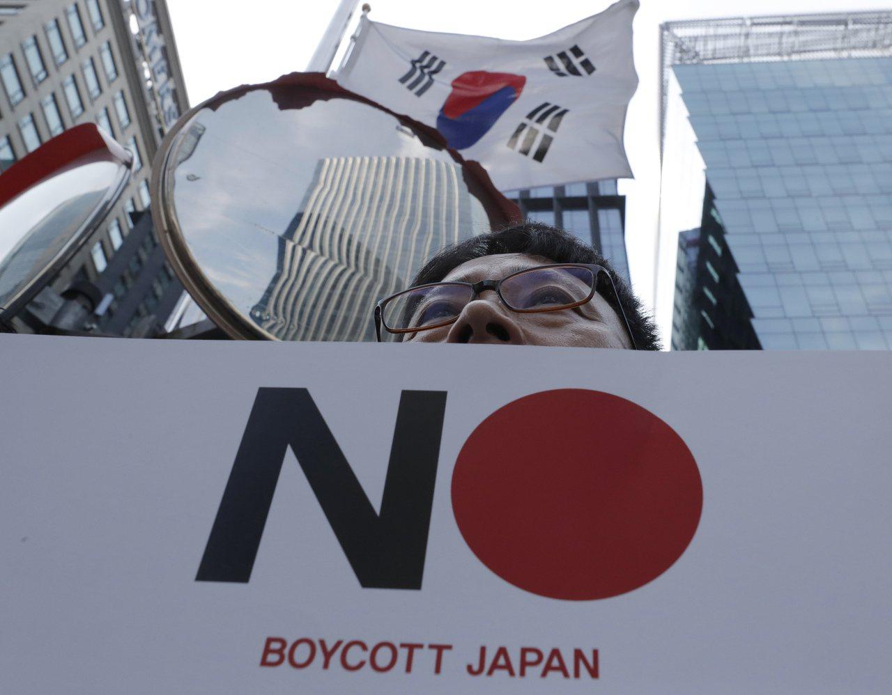 日韓貿易戰引發南韓部分民眾反日情緒,圖為上個月在日本駐首爾大使館前的示威活動。 ...