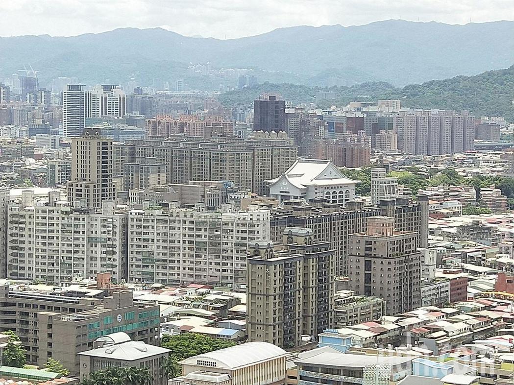 新北市政會議今通過「都市更新建築容積獎勵辦法」,明確畫分項目,民眾依照項目執行就...