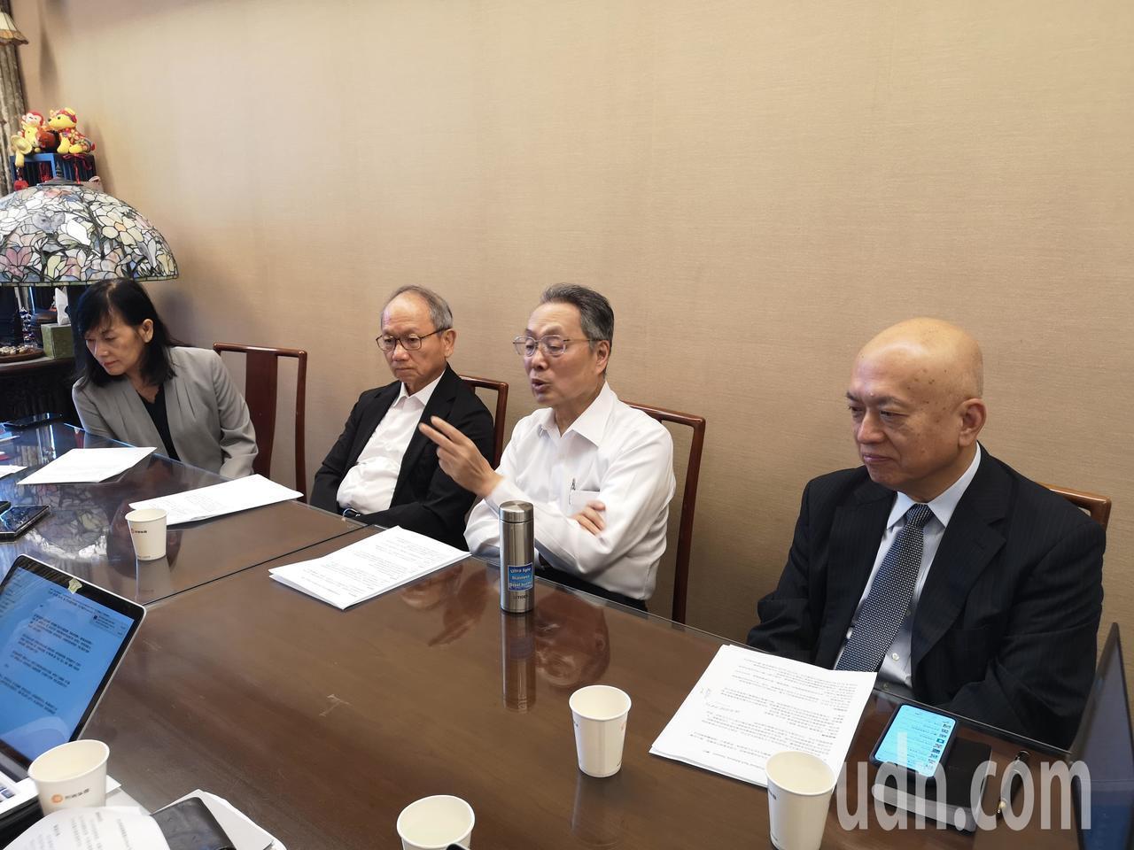 如何以文化與科技,促進產業升級,打造台灣國家品牌新形象?文化科技聯盟論壇成員,包...
