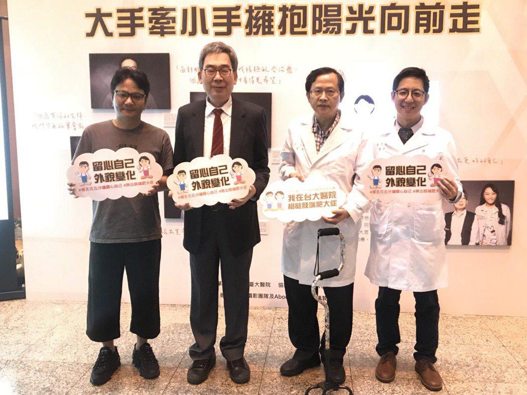 台大醫院今於院內舉行策展活動,請來名攝影師林炳存(左一)攝病友藝術照來衛教,表現...