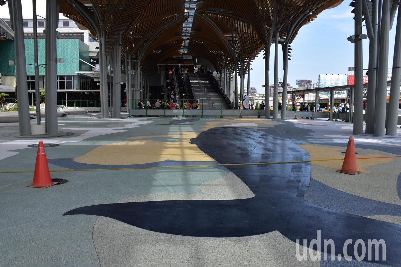 花蓮車站公共藝術「洄瀾鯨奇」將於近日開放。記者王思慧/攝影