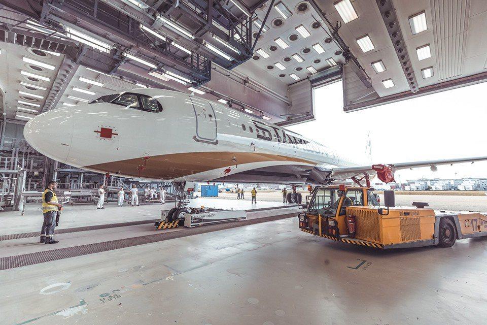 星宇航空新機外觀,為即將開航進行準備。 圖/星宇航空FB粉絲專頁