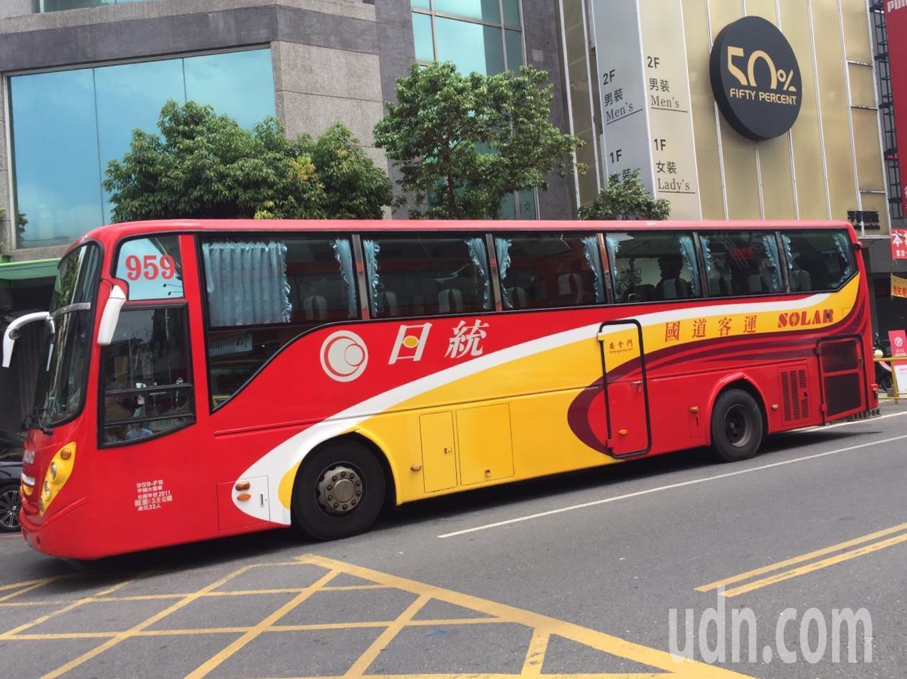 日統客運公司公告今年十月起取消國道路線老人半票優惠。記者陳雅玲/攝影