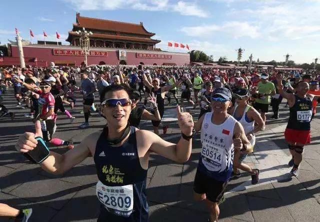 北京馬拉松的起點是天門安廣場,今年報名人數大增5萬人。(百度)